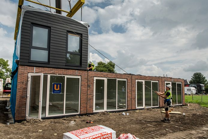 In het Groningse Loppersum wordt al geëxperimenteerd met prefab-woningen.