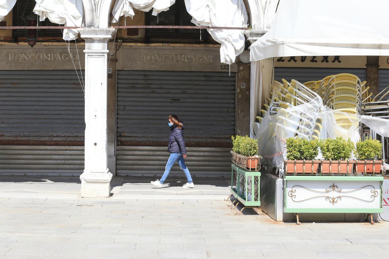 Italië is hard geraakt door de coronacrisis. In 2020 zijn bijna een miljoen mensen hun werk kwijtgeraakt. Beeld Reporters / Splash