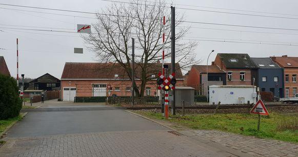De overweg in Herentals waar de aanrijding gebeurde.