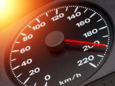 Man (21) raakt rijbewijs én auto kwijt na bizarre snelheden op N-weg bij Marknesse