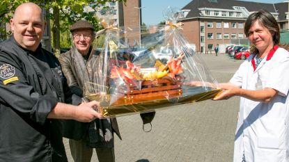 Daniël Ost schenkt chocolade verjaardagsbloemen aan medewerkers AZ Nikolaas