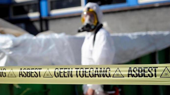 Als de Tweede Kamer na de zomer instemt met de nieuwe wet zijn daken die het kankerverwekkende asbest bevatten over zes jaar verboden.