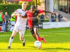 NEC's derbyheld Leroy George staat zondag op het veld met De Treffers