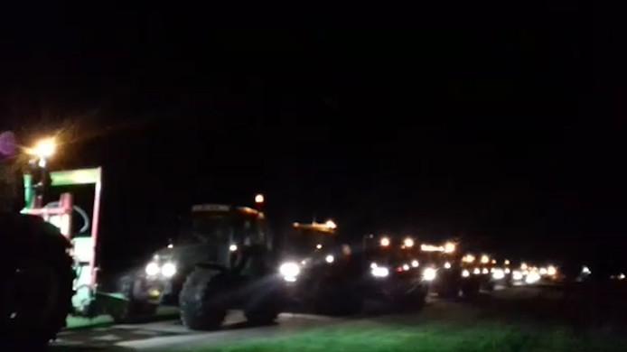 Tractoren onderweg naar het politiebureau in Zuidhorn.