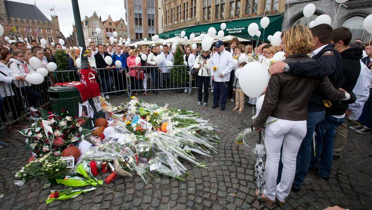 Witte mars in Brugge om de dood van Mikey Peeters in 2014 te herdenken. Beeld belga