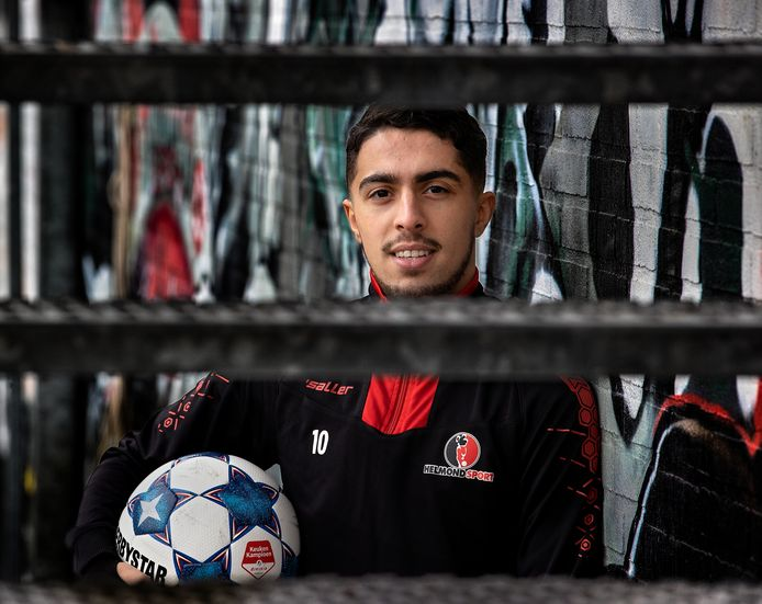 Karim Loukili ligt nu tot medio 2022 vast bij Helmond Sport, dat hem graag nóg langer binnenboord had gehouden.