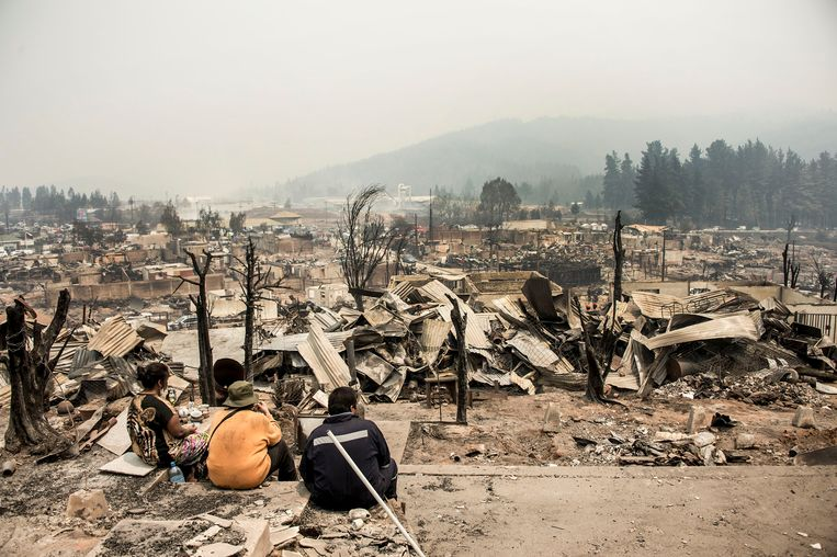 De restanten van Santa Olga na de brand.  Beeld AFP