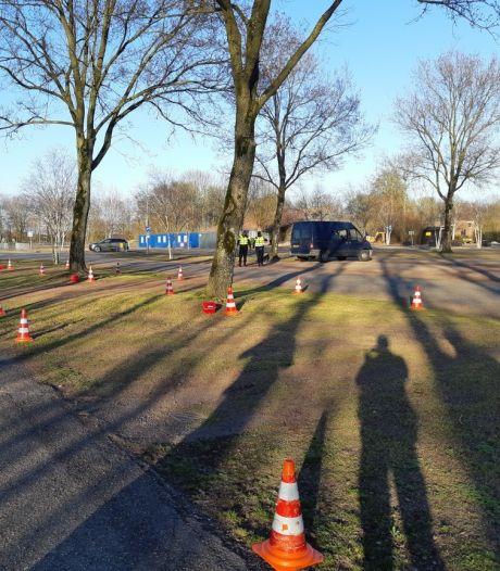 Politiecontrole bij recreatieoord Binnenmaas: 'Boetes uitgedeeld, sommigen moesten zonder voertuig verder'
