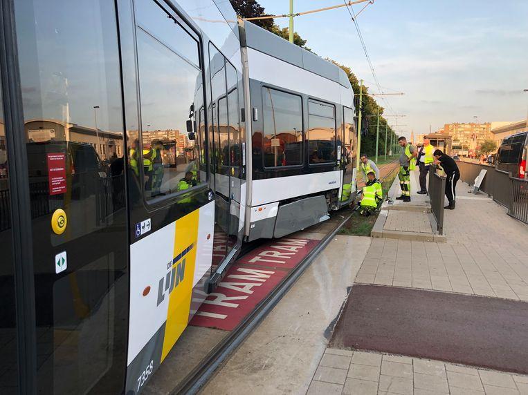 Tram ontspoort in Antwerpen Beeld De Roeck