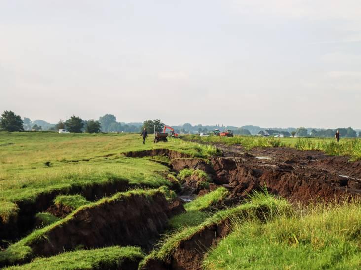 Taart voor 'dijkhelden' in Reeuwijk: 'Dankzij hun inzet is een ramp voorkomen'