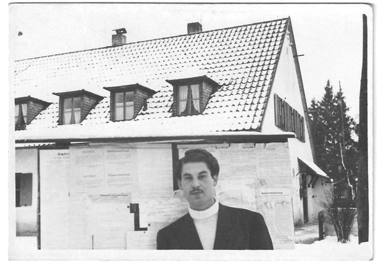 Maurice Schellekes na de bevrijding als interim-burgemeester in het Zuid-Duitse Riederau am Ammersee.  Beeld Privéarchief