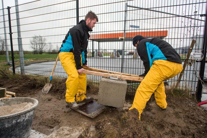 In maart werd de laatste hand gelegd aan de truckparking op het industrieterrein aan de noordkant van Waalwijk. Inmiddels is hij open, maar truckers hebben de weg naar de betaalde parkeerplaats nog niet weten te vinden.