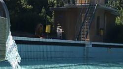 Verkeerde klep opengezet: Nederlands zwembad loopt leeg