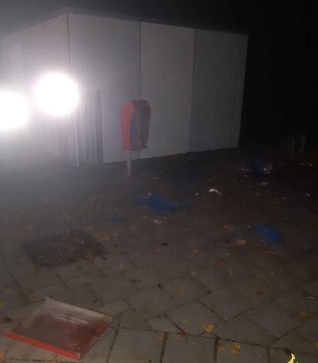 Twee jongens van 14 knallen prullenbak en container kapot met vuurwerk bij school in Lelystad