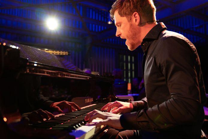 Adrian Kuipers heeft een platencontract gekregen bij het Amerikaanse Warner Music.
