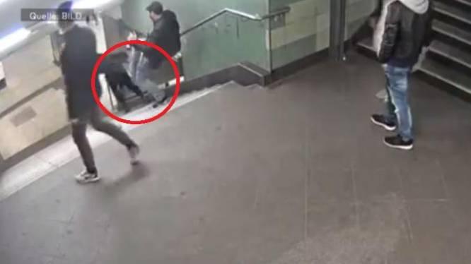 Hallucinante beelden: man stampt vrouw van de trap