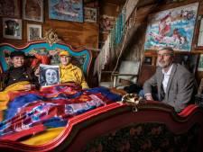 Zijn bruiden slapen dankzij Twentse Damast nu onder een echte Heyboer