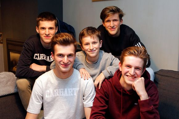 De broers Dylano, Kyento, Naymo, Finn en Nyo Boone.