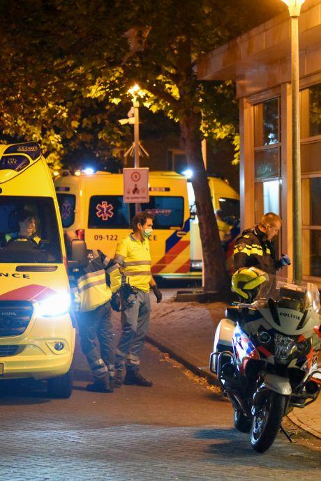 Ruzie tussen rivaliserende jongeren in azc in Utrecht mondde uit in matpartij met stokken en steekincident