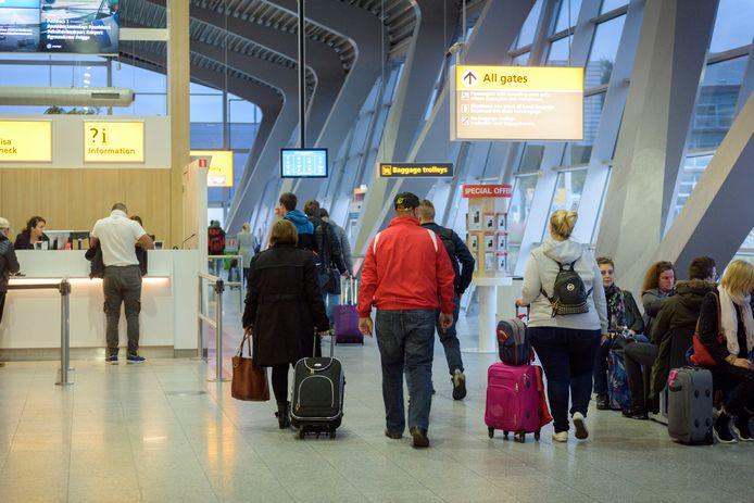 Passagiers op Eindhoven Airport.