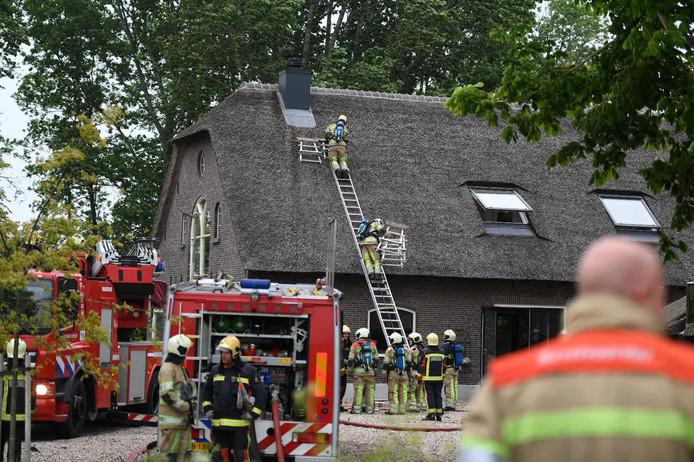 De schoorsteenbrand aan de Hogedijk in Zevenhoven.
