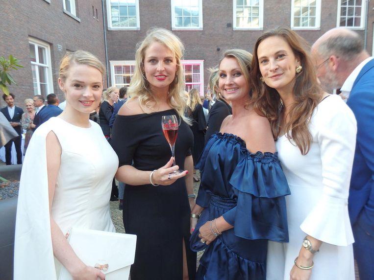De jury: Erieke Kuitert (Dutch Global Media), Roxanne Pinckers (Piper-Heidsieck), Anne-Marie van Leggelo (Het Etiquettebureau) en Sonia gravin Festetics de Tolna (Brands & Branding). Beeld Schuim