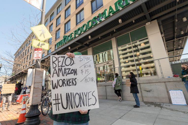 Ook in Boston, Massachusetts, tonen mensen zich solidair met hun collega's in Alabama. Beeld Photo News
