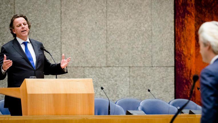 Bert Koenders beantwoordt vragen tijdens het Vragenuurtje. Beeld null