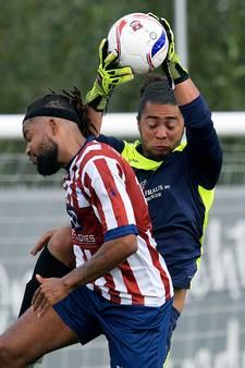 Ex-Spits Rayvano van de Merwe houdt als doelman SC Emma de nul in derby: 'Keepen gaat wel pijnvrij'