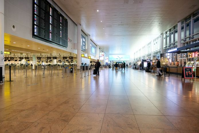 (Archiefbeeld) De vertrekhal van de luchthaven in Zaventem.