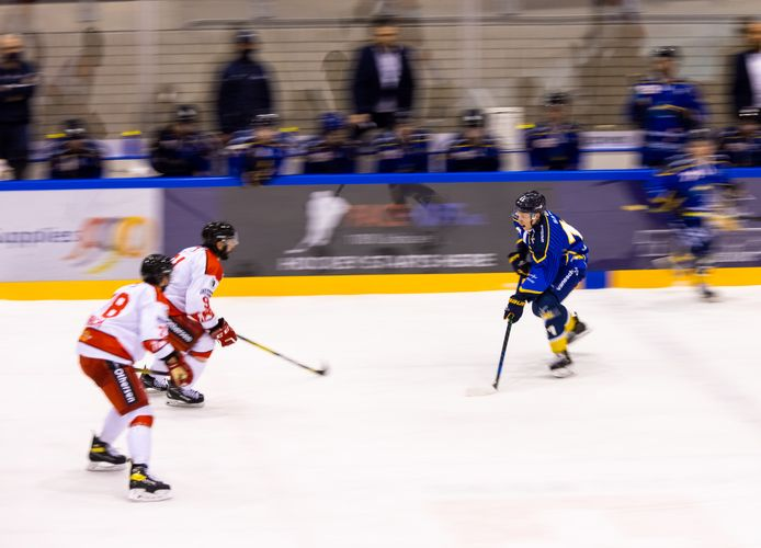 Wouter Sars (rechts) in actie namens Tilburg Trappers tegen Hannover Scorpions.