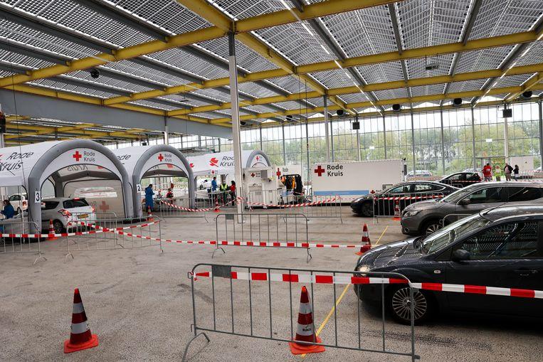 Coronatestlocatie Expo Haarlemmermeer, in Vijfhuizen. Bestaande teststraten worden de komende tijd uitgebreid en er komen nieuwe bij. Beeld Arie Kievit