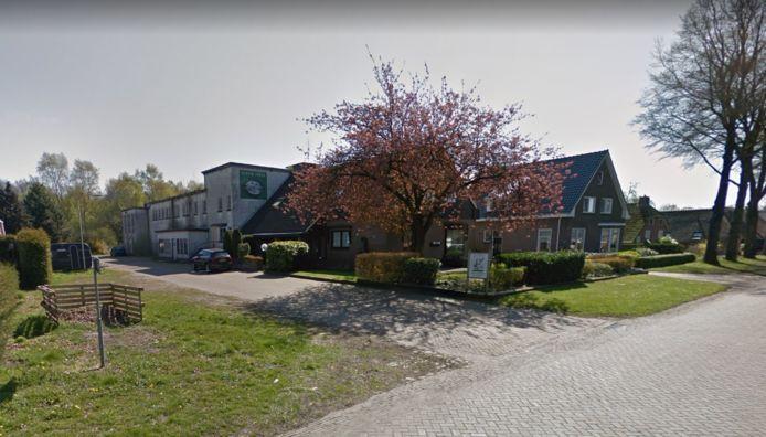 De melkfabriek in Exloo wordt gesloopt en er komen woningen te staan