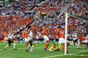 Torsten Frings schiet van meer dan 35 meter raak tegen Nederland.
