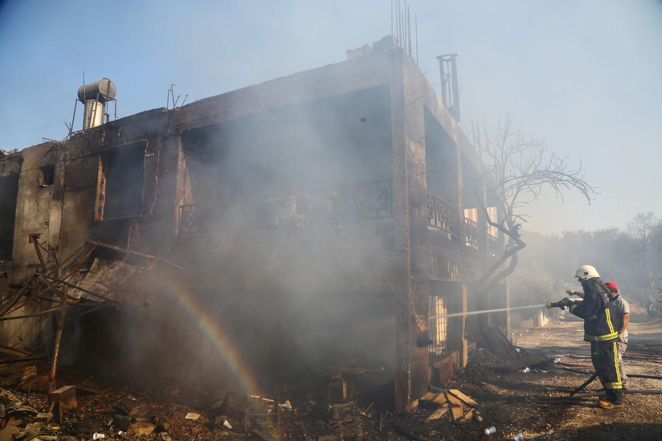 Beelden uit de Turkse stad Manavgat, dat zwaar getroffen is door bosbranden.
