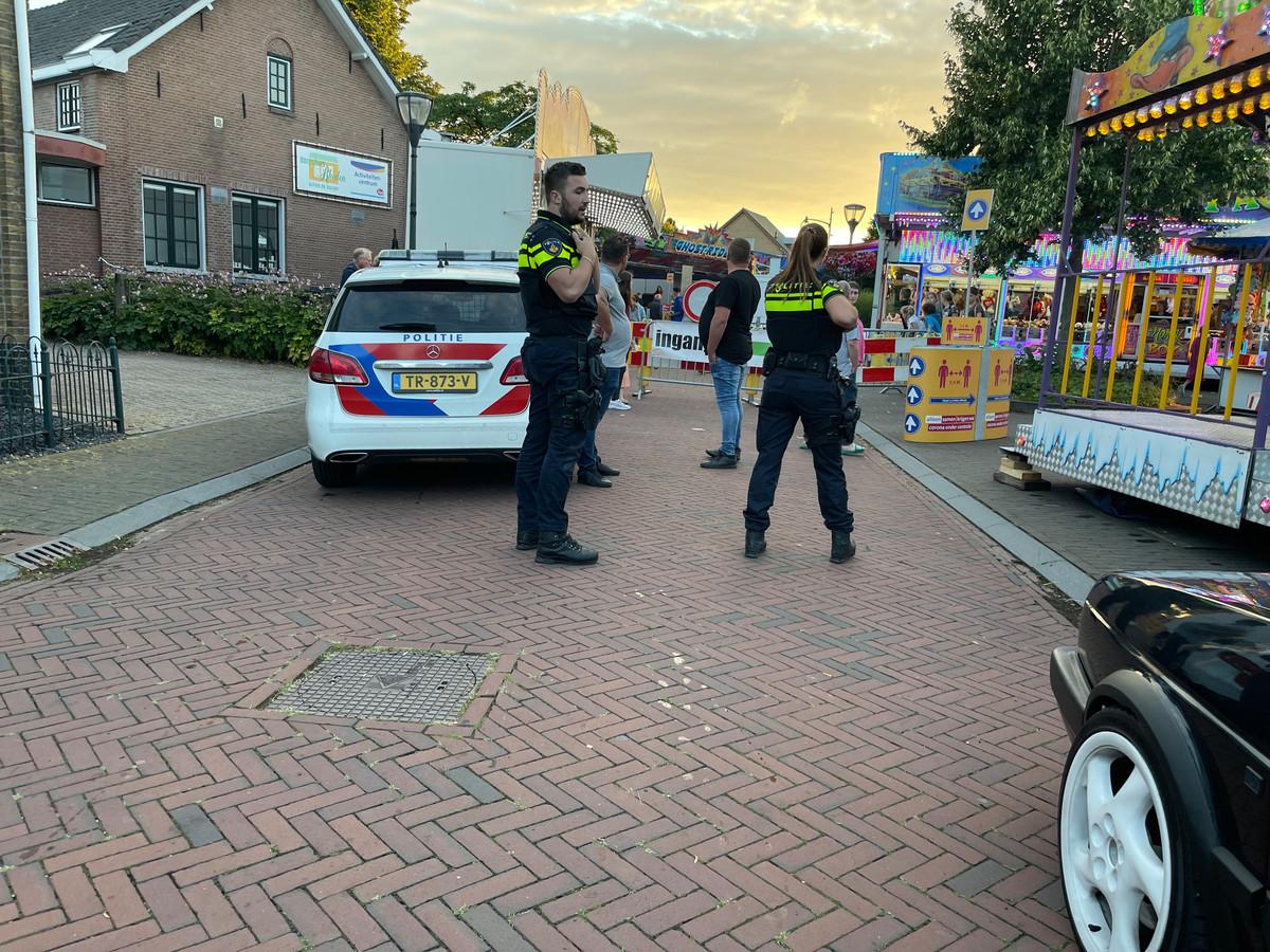 De politie werd opgeroepen door kermisbezoekers die het mis zagen gaan tussen de groepen jongeren in Rheden.