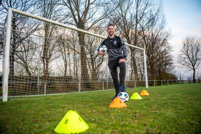 Sander Fransen uit Boskoop gaat naar Ghana om voetbalkampen te organiseren.