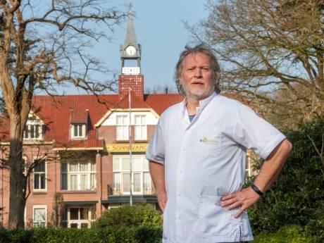 Verpleegkundige Theo Bakker (63) uit Harderwijk: 'Een onwerkelijke wereld en het einde is nog niet in zicht'