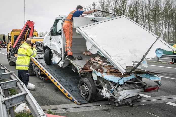 Dode en gewonden bij ernstig ongeluk op A73.