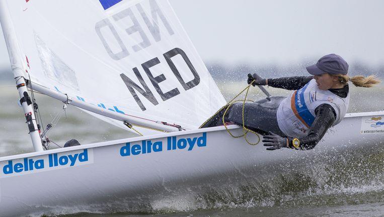 Marit Bouwmeester maakt bij de Delta Lloyd Regatta op het IJsselmeer met haar balanstechniek het verschil. Beeld Sander van der Borch