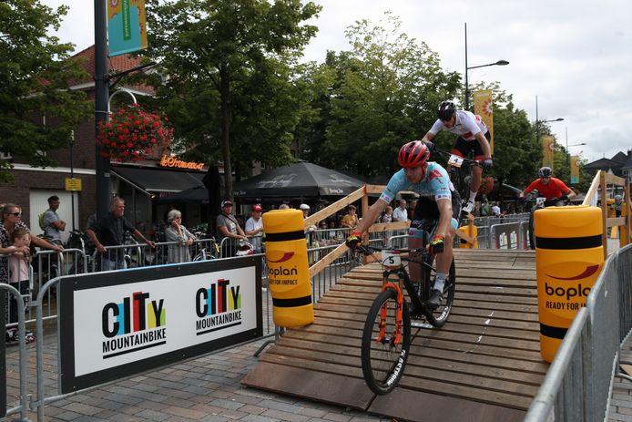 De UCI Wereldbeker Mountainbike Eliminator-wedstrijden in het centrum van Valkenswaard.