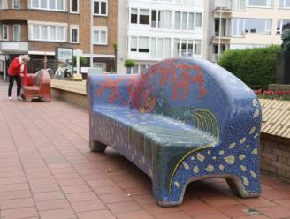 Mozaïekbanken verschijnen weer in straatbeeld van Knokke-Heist