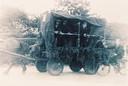 Deze versierde platte kar met paard buurtschap De Bergenput werd de 'boevenwagen' genoemd.