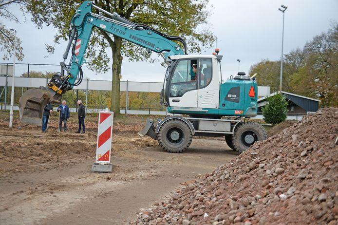 SDC'12 krijgt nieuwe parkeerplaatsen. De voorbereidende werkzaamheden zijn begonnen.