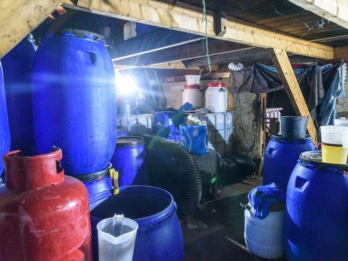 Groot drugslaboratorium ontdekt in schuurtje Baarle-Nassau.