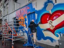 Dag schilderwerk voor niks: Graffiti in Korte Putstraat wordt maandag weer wit geschilderd