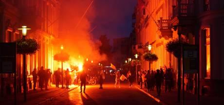 Turkse Nederlanders vieren geclaimde overwinning Erdogan in Deventer