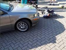 Auto botst op fietser in Bruinisse