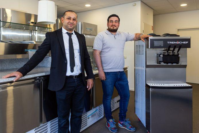Ekrem Toprakkala (l) en Mustafa Dayioglu runnen het bedrijf Bossche Trendchef, waarmee zij ondernemers op een creatieve manier door de coronacrisis hielpen.