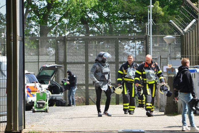 Politie, brandweer en arrestatieteam bij de jeugdgevangenis in Breda.
